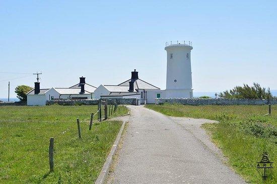 Nash Point Lighthouse: .