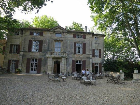 Chateau de Roussan : Comedor jardín