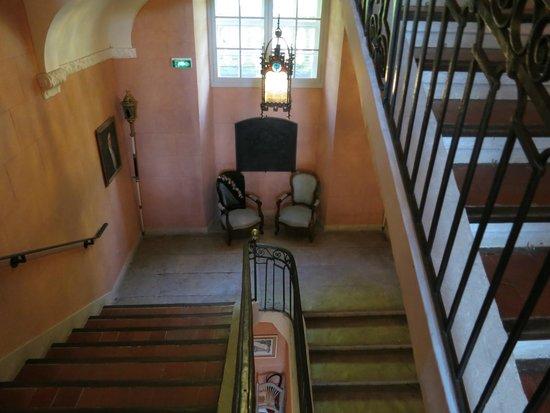 Chateau de Roussan : Escalera