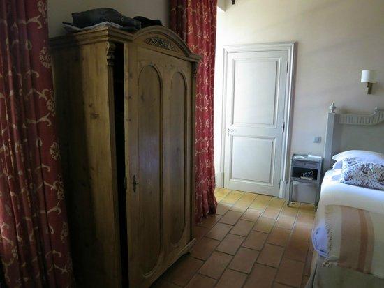Chateau de Roussan : Armario habitación