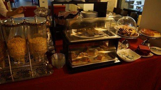 Dharma Hotel & Luxury Suites: Some of the food from breakfast next door