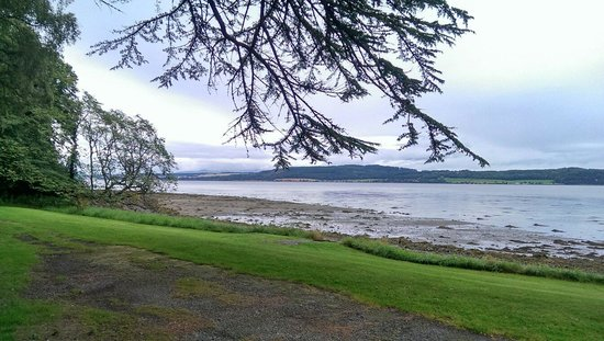 Bunchrew House Hotel: This hotel is right on the Beauly Firth