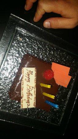 Royal Orchid Sheraton Hotel & Towers: La torta di compleanno