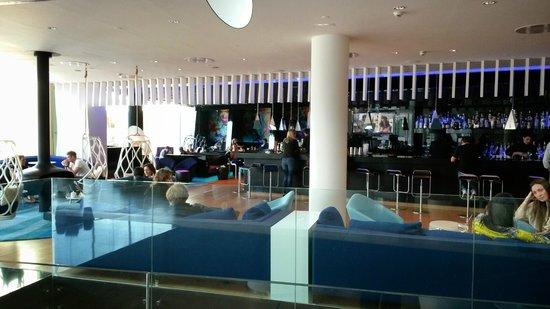 W Barcelona : longe bar al piano piscina