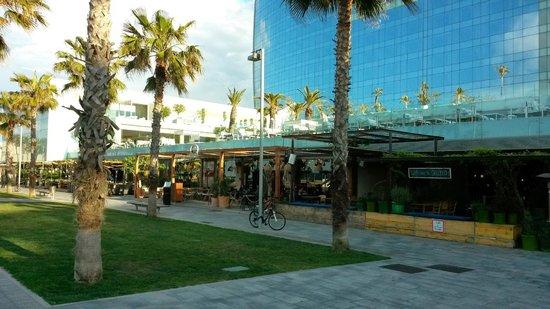 W Barcelona : ristoranti sotto l'hotel