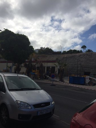 Tagoro Family & Fun Costa Adeje: Burger King being built opposite hotel!