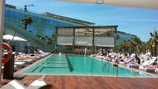 W Barcelona : piscina