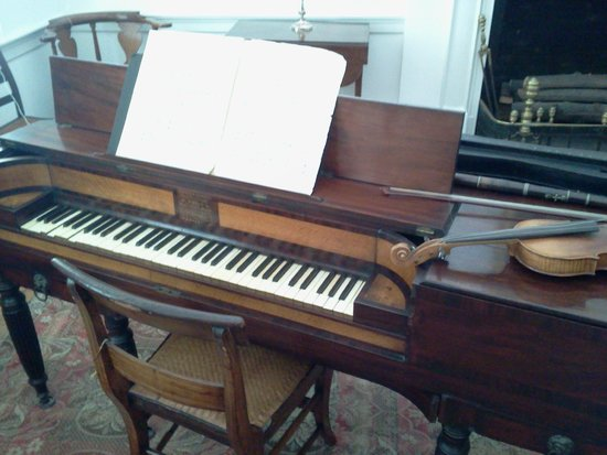 McDowell House Museum: Lovely piano