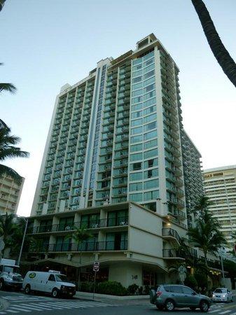 The Imperial Hawaii Resort at Waikiki: ホテル外観