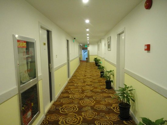 Chun Shen Jiang Hotel: Коридор