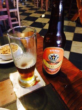 Botella chica de cerveza con miel