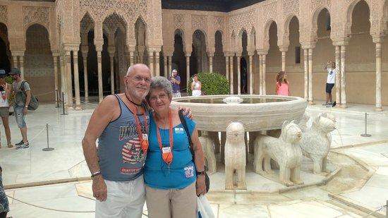 Granavision Excursions : Los hermanos cubanos en el patio de los leones (Lérida y Fernando)