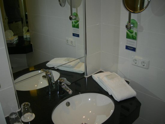 Welcome Hotel Residenzschloss Bamberg: il bagno...