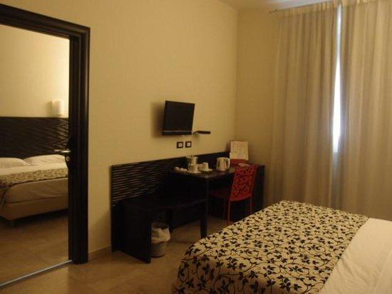 Hotel Garibaldi: Plenty of room.