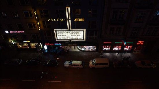 Hotel Wallis: Night view from balcony