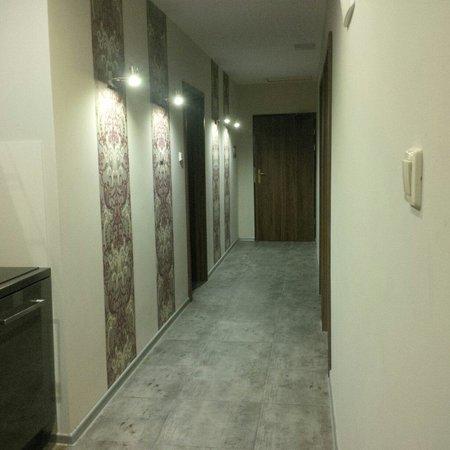 Sodispar Serviced Apartments: Korytarz