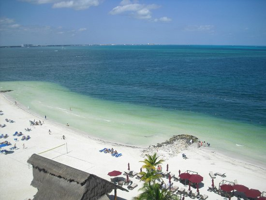 Casa Maya Cancun: Beach and view from the balcony