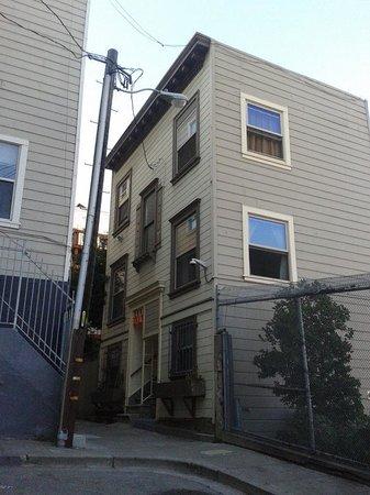 Green Tortoise Hostel - San Francisco: Edificio