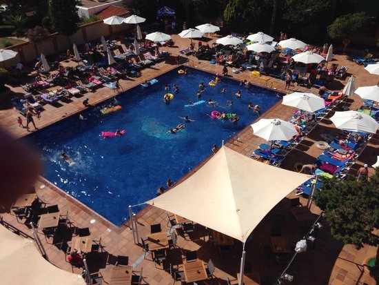 azuLine Hotel Atlantic : Busy pool