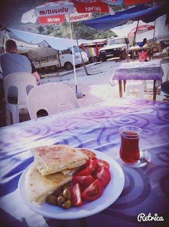 Kas Pazar Market: Freshly cooked pie