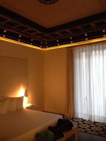 H10 Urquinaona Plaza Hotel: Lovely ceiling