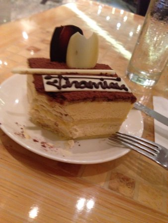 Manila Marriott Hotel: Tiramisu at Java+ is great! Thank you Josh for assisting me at Marriott Cafe. They are all accom