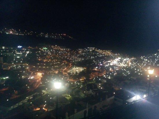 Miriam Apartments: Vistas de noche