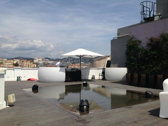 Radisson Blu 1835 Hotel & Thalasso : coin barbecue du rooftop