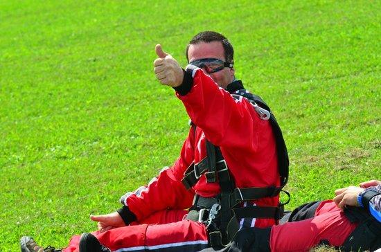 Parachutisme Nouvel Air: Un homme heureux !