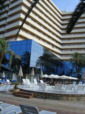 Grupotel Taurus Park : hotel and pool area