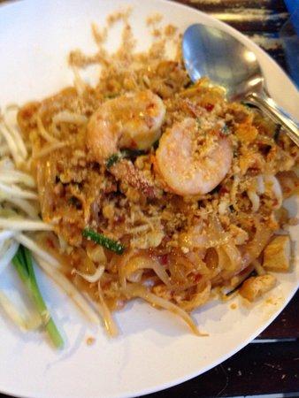 Ao Nang Boat Noodle: Pad Thai with Shrimp
