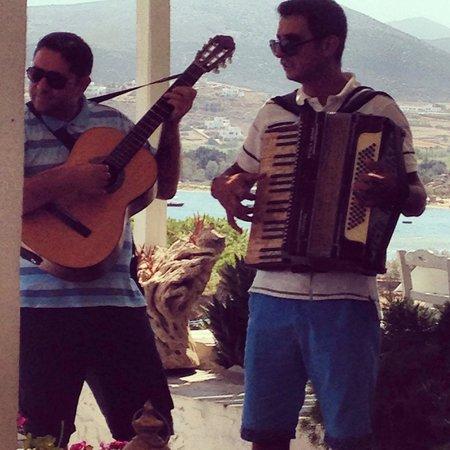 Taverna Kolymbithres: Live music..