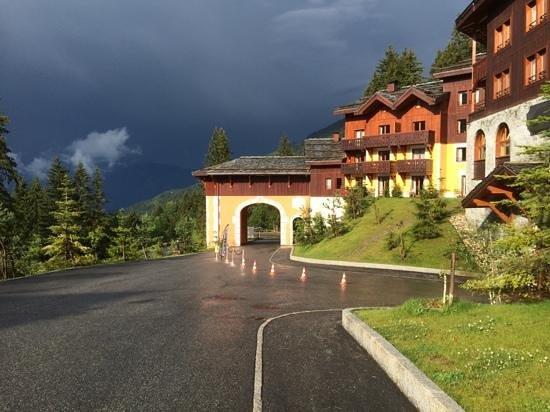 Club Med Valmorel : Oui l'orage approche mais quelle belle lumiere et quel beau site !