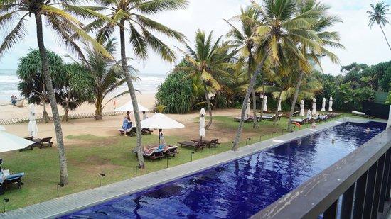The Surf Hotel: En ud af to pool områder