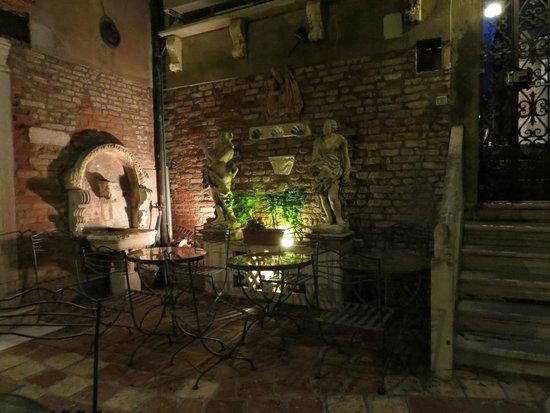 Hotel Al Ponte Mocenigo : The courtyard
