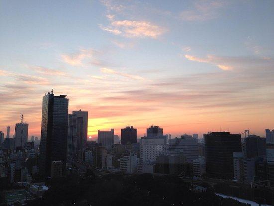 The Prince Park Tower Tokyo: ビルの隙間から朝日が登る最高の景色!