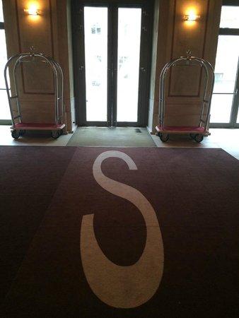 Austria Trend Hotel Savoyen Wien: Вход\выход