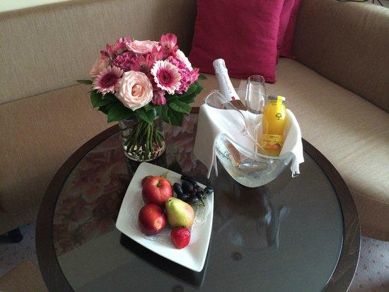 Austria Trend Hotel Savoyen Wien: Подарок от отеля по нашему личному поводу :)