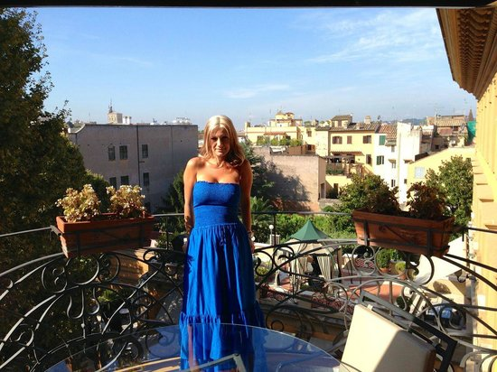 Hotel Majestic Roma: Breathtaking view from our balcony overlooking Rome
