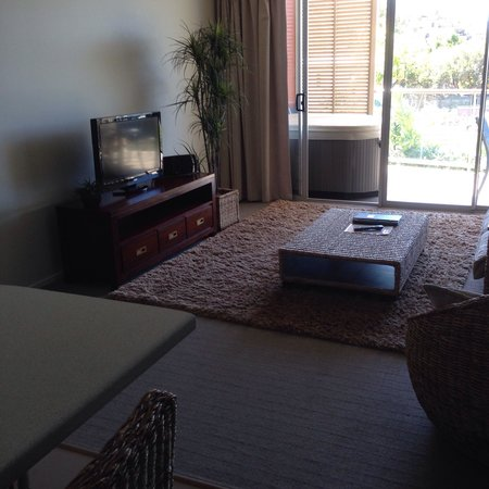 Airlie Central Apartments: Lounge apartment 3