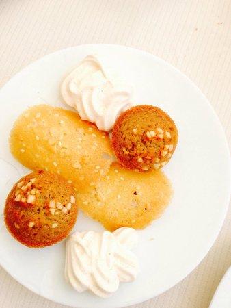 Le Grand Four : Petits gâteaux servis avec le café