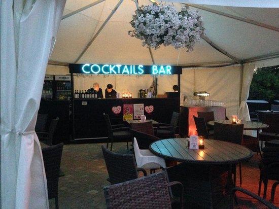 Bandholm Hotel: Cocktails on Terrace
