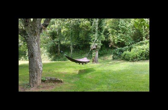 Coin farniente dans le jardin, Le Trésor d'Alice, Quincié en Beaujolais, 69