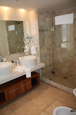 Mandela Rhodes Place Hotel: Bathroom 1