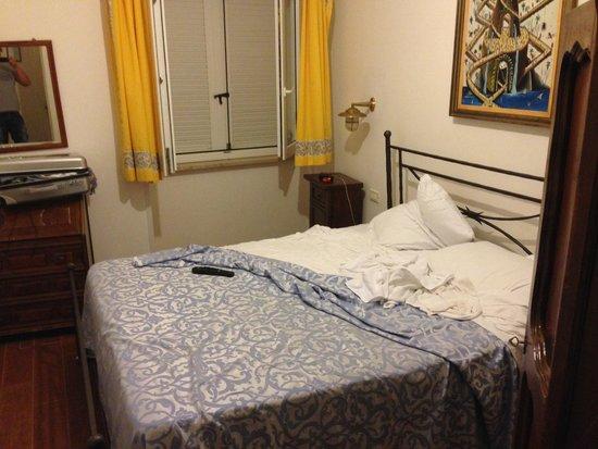 Torre dei Borboni Hotel: camera piccolissima