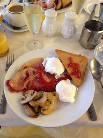 The Cathedral Hotel: Really nice breakfast with perfect  poached eggs