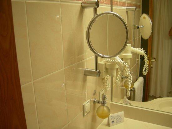 Maritim Hotel Magdeburg: il bagno....