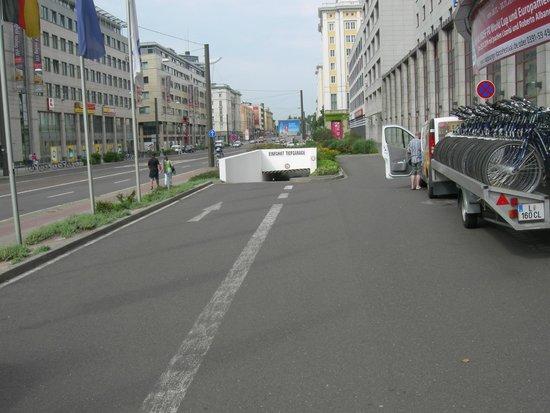 Maritim Hotel Magdeburg: parcheggio interrato: la rampa di accesso