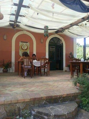 Country House Araba Phoenix: Il Patio