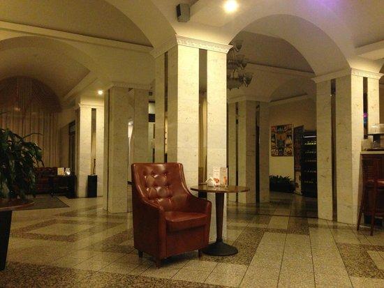 Volkhov Hotel: холл отеля